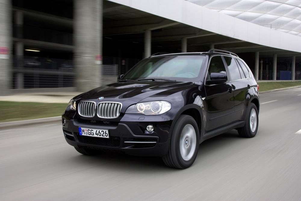 BMW X5 превратили в броневик