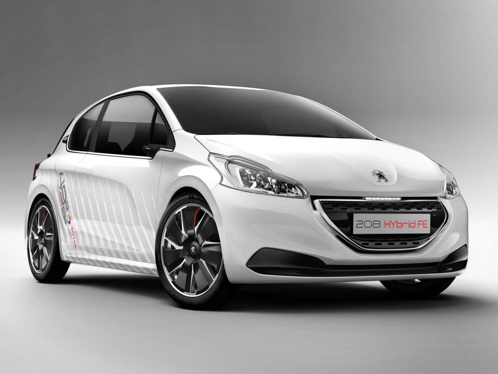 В Париж везут Peugeot 208 Hybrid Air