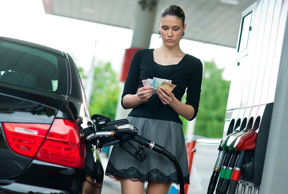 Цена нефти вниз, а бензина вверх
