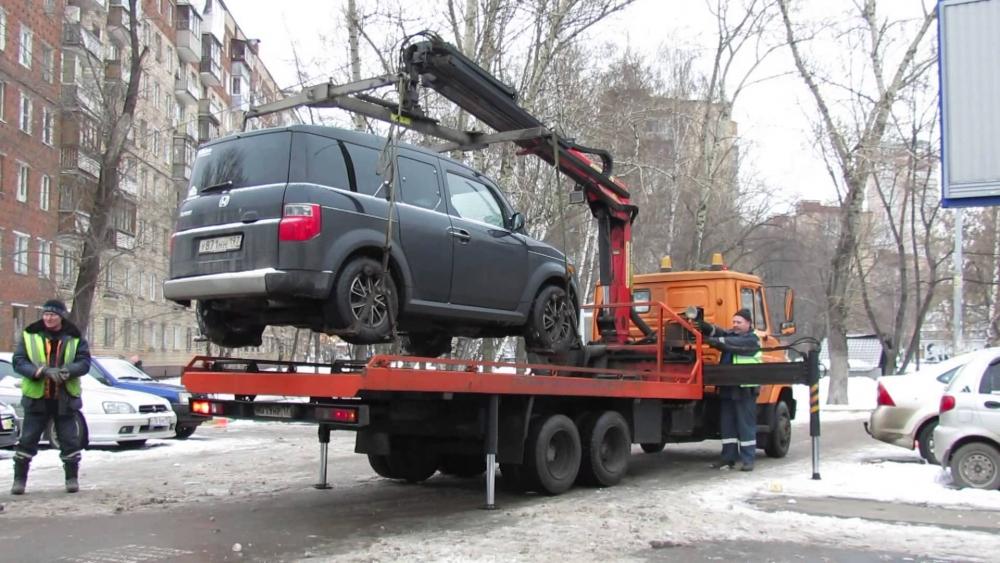 Госдума предложила «сажать» за эвакуацию машин с пассажиром внутри