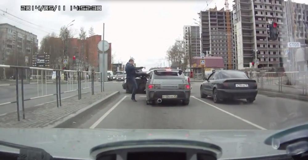 Дорожных драчунов предложили лишать прав