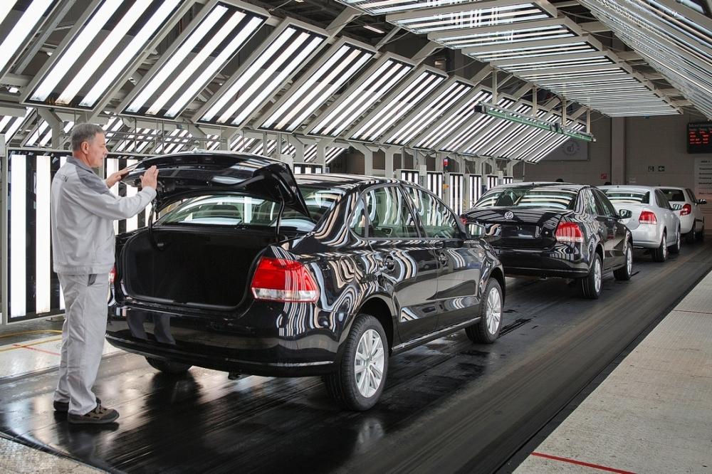 Выпуск автомобилей в России сократился