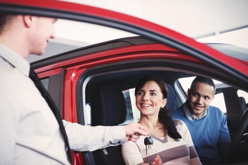 Владельцы недорогих машин счастливее