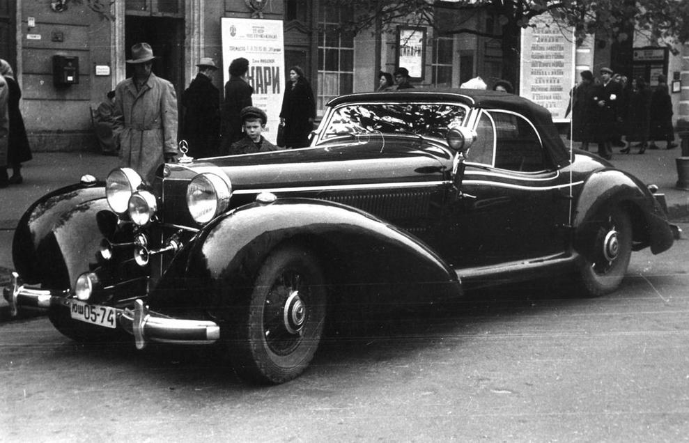 Раритетный автомобиль продается на аукционе
