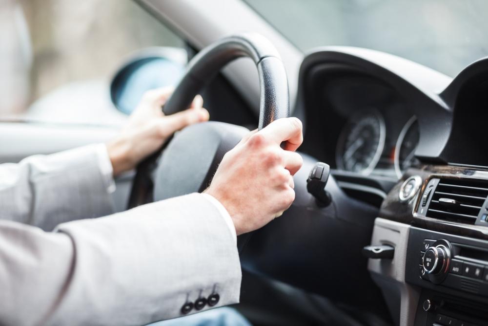 Автомобили следят за водителем