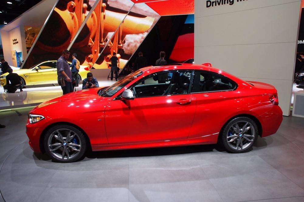 Кабриолет BMW 2-Series заметили без камуфляжа
