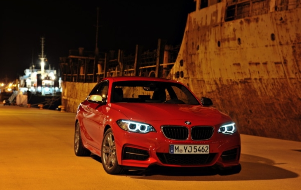 BMW M235i отправили на трек