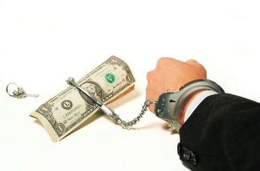 Должникам заграницу не попасть