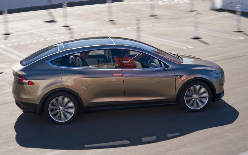 Tesla X начнут продавать после нового года