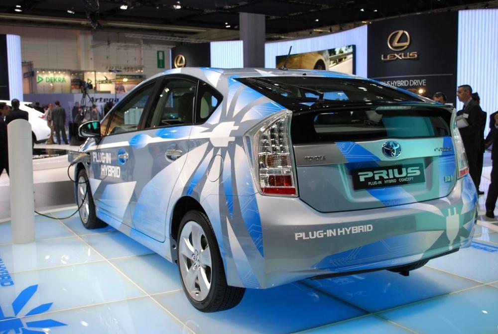 Японцы отложили появление нового поколения Toyota Prius