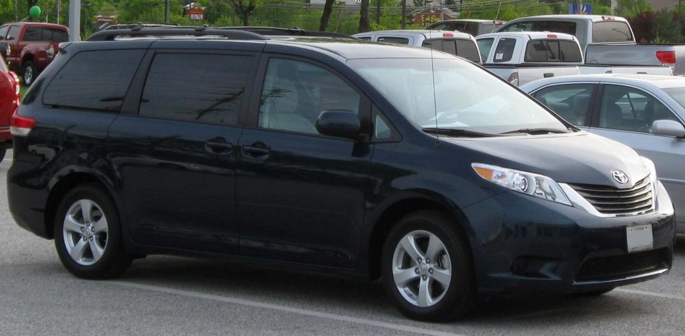 Toyota Sienna прошла рестайлинг