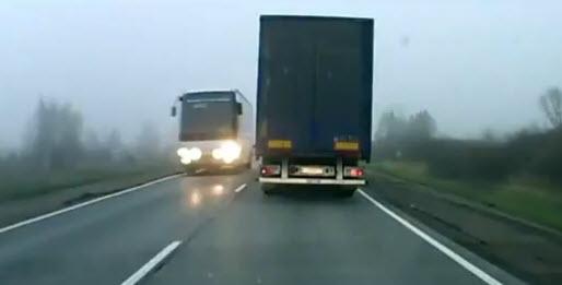 Правый поворотник - машин нет, можно обгонять