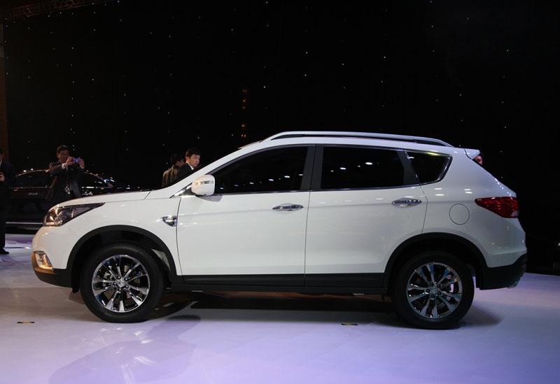 Начало старта продаж Dongfeng AX7 в России запланировано на лето текущего года