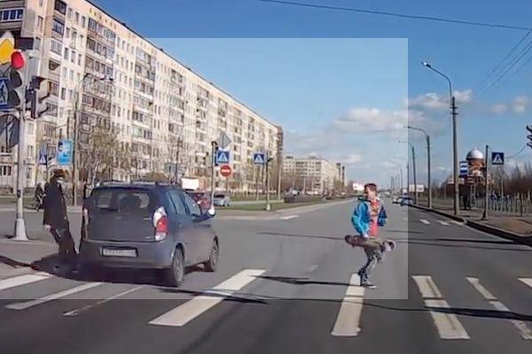 Депутаты внесли предложение о лишении прав любителей езды на красный