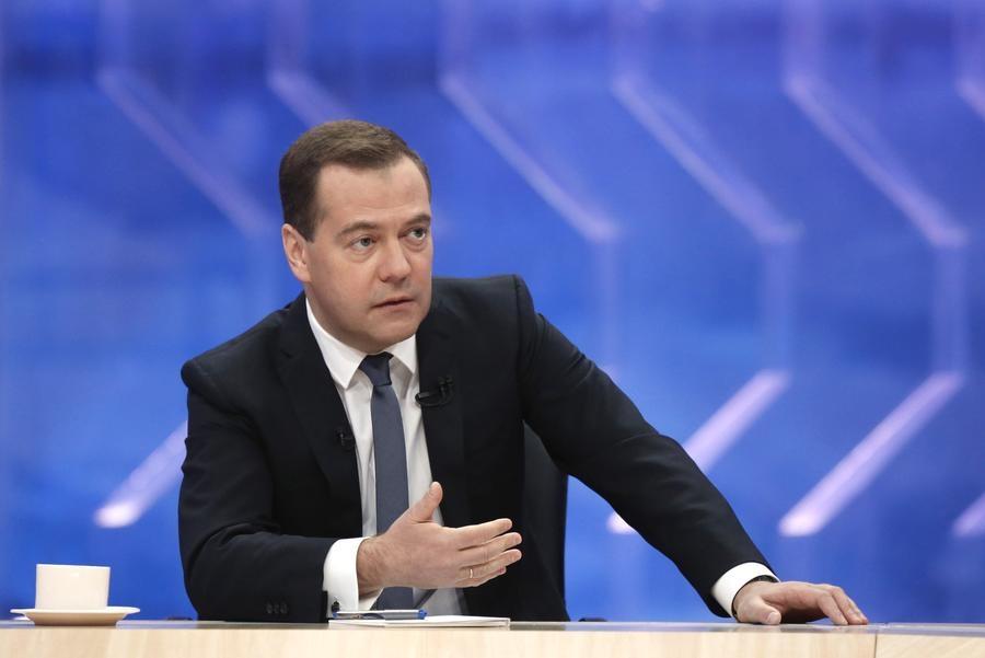 Автопроизводители получили совет от Медведева