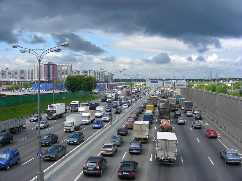 Эвакуировать припаркованные на МКАД автомобили будет ГИБДД