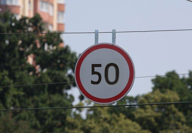 Совет Федерации предлагает снизить в городах разрешенную скорость