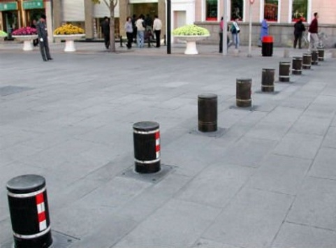 На столичных улицах скоро появятся антипарковочные самовыдвижные столбики