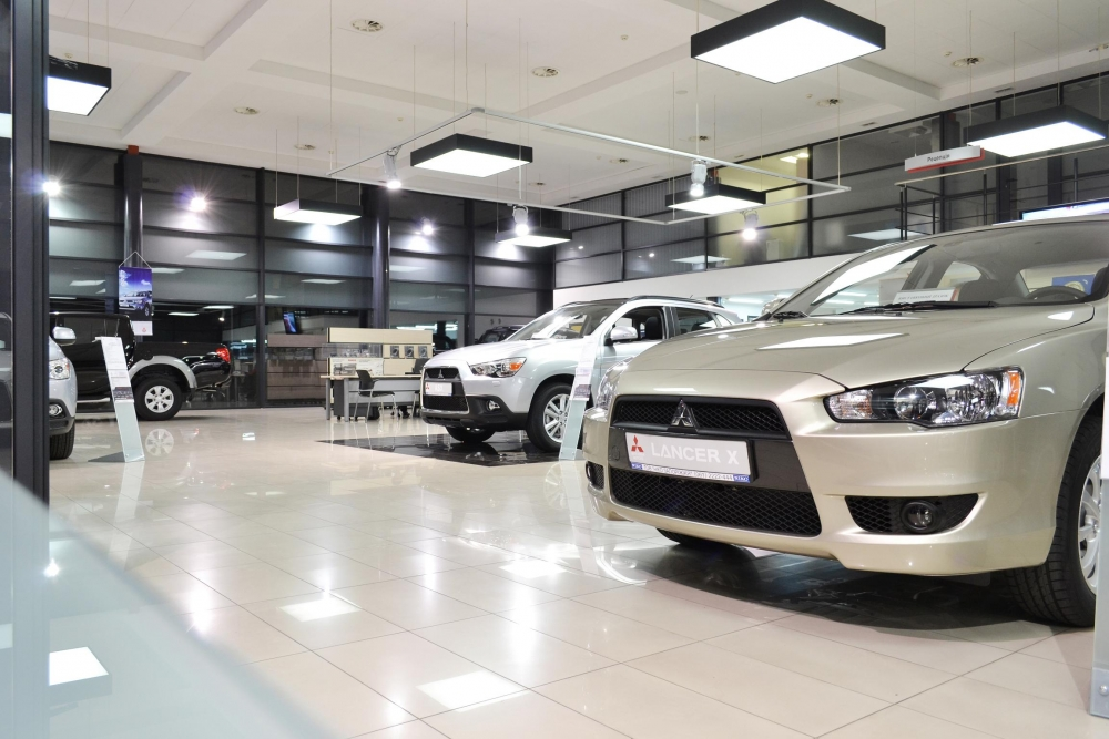 За прошлый год количество легковых автомобилей проданных в России снизилось на 45%.
